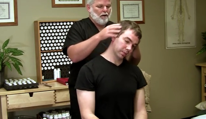 Chiropractor vs Acupressure